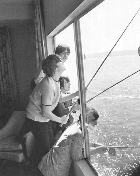 beatles-fishing-window-bianche-e-nero