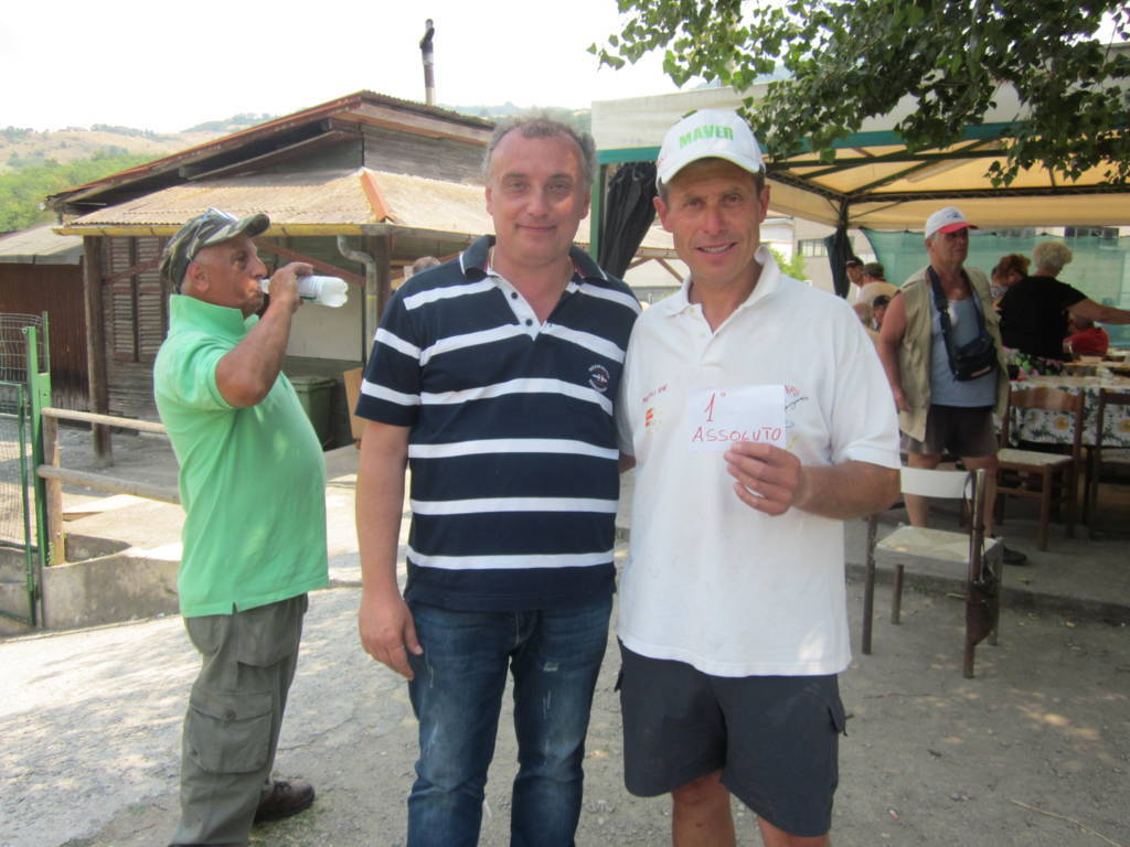 Bob Primo Assoluto insieme a Massimo Benozzi Titolare del Caccia Pesca (FILEminimizer)