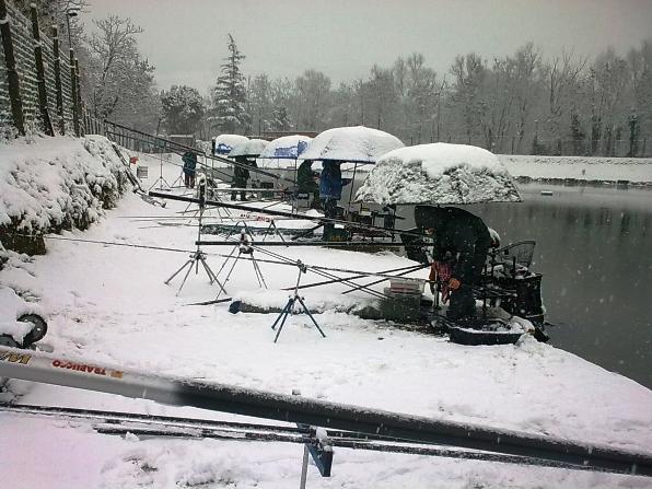 lago con gara sotto la neve 1
