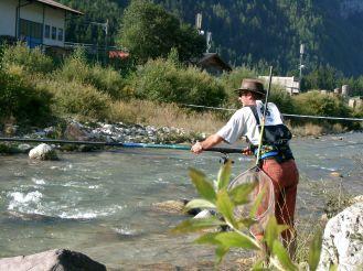 trota torrente pescatore